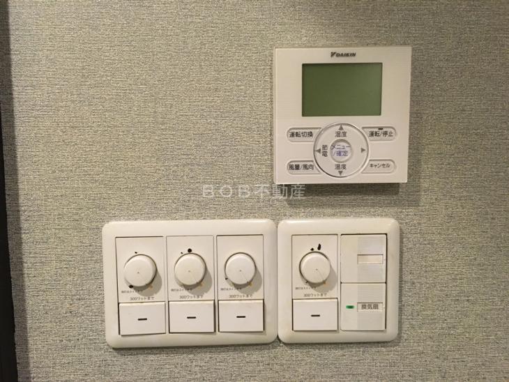 電気、エアコンのスイッチの画像