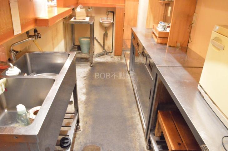 厨房内のシンク、台の画像