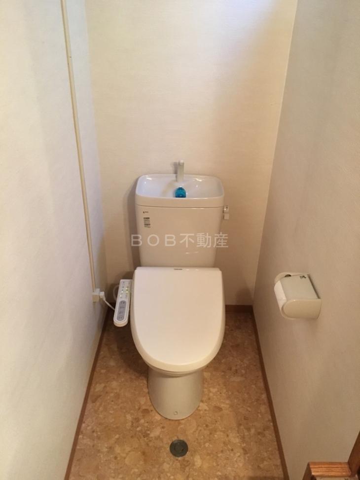 温水便座付きのトイレ