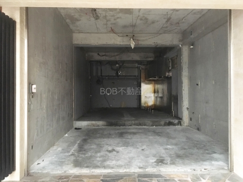 コンクリートむき出しの室内の画像2